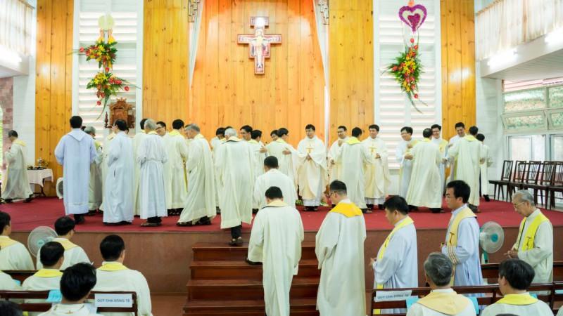 Thánh lễ truyền chức Phó tế và Linh mục